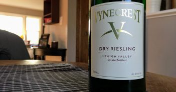 REVIEW: Vynecrest Vineyards 2017 Dry Riesling