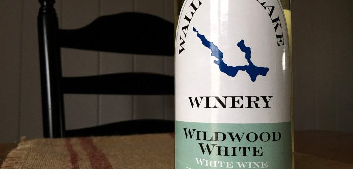 """REVIEW: Walloon Lake Winery 2017 """"Wildwood White"""" La Crescent"""